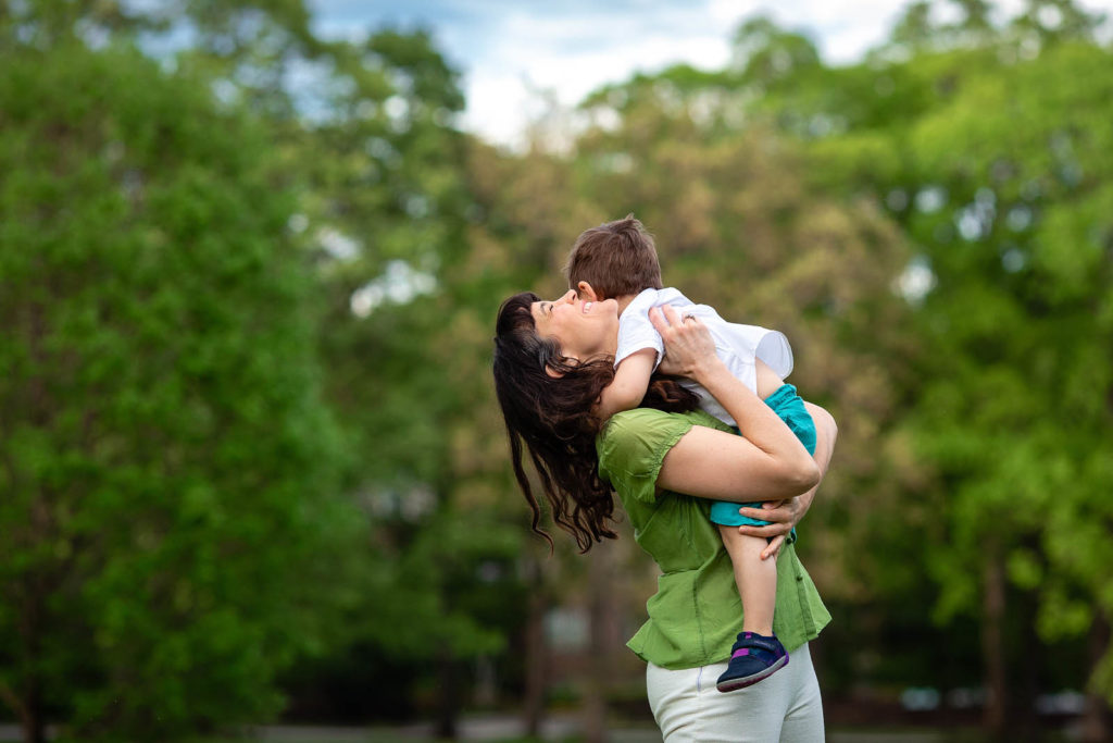 mommy and me photo session at fred fletcher park raleigh